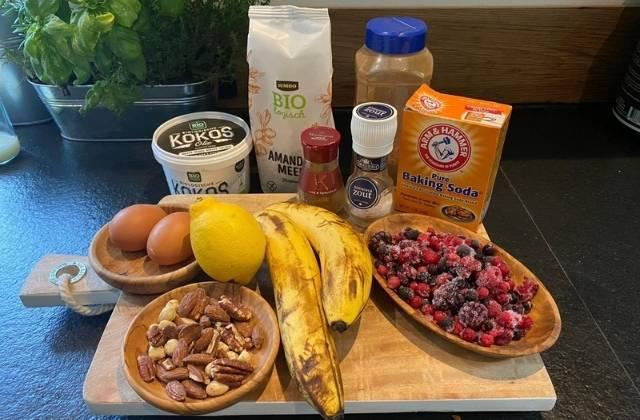 Paleo Bananenbrood met fruit ingrediënten