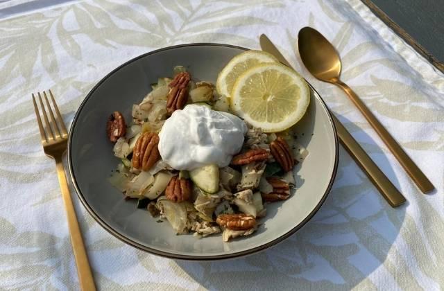 Witlofsalade met makreel, courgette en kokosyoghurt